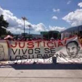 """Vence hoy el plazo para que el gobierno nos entregue con vida a nuestros compañeros"""": Estudiantes de Ayotzinapa"""