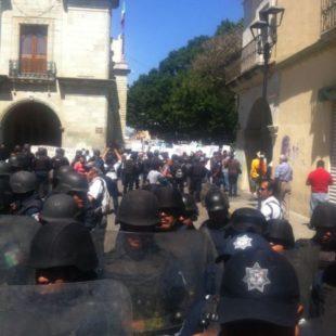 Reprimen a maestros antes de mitin político en Oaxaca