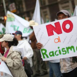 Vivimos en una sociedad donde impera el racismo: Juan Villoro
